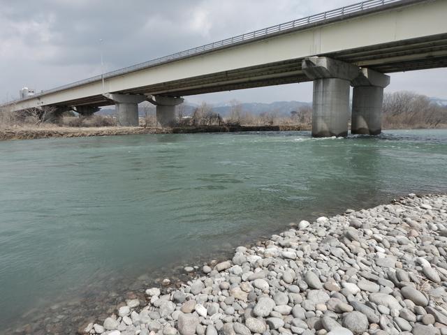 写真14_福井大橋真下.jpg