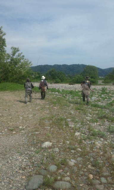 写真11五松橋下流右岸へ向かう.jpg